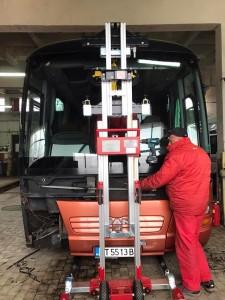 golia_windscreenlifter_3500ts_bus1