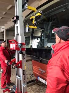 golia_windscreenlifter_3500ts_bus2