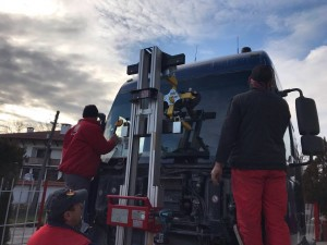 golia_windscreenlifter_3500ts_truck2